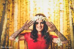 Take a look at this marvelous indian bridal mehndi.