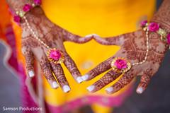 Gorgeous bridal mehndi art