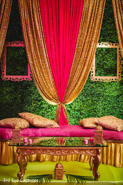Wonderful Indian wedding reception decor