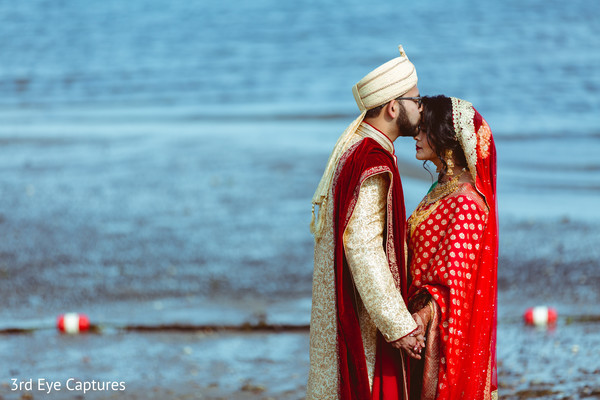 Marvelous seashore Indian wedding photo shoot.