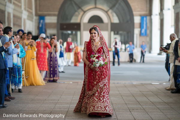 Stunning maharani walking towards the aisle