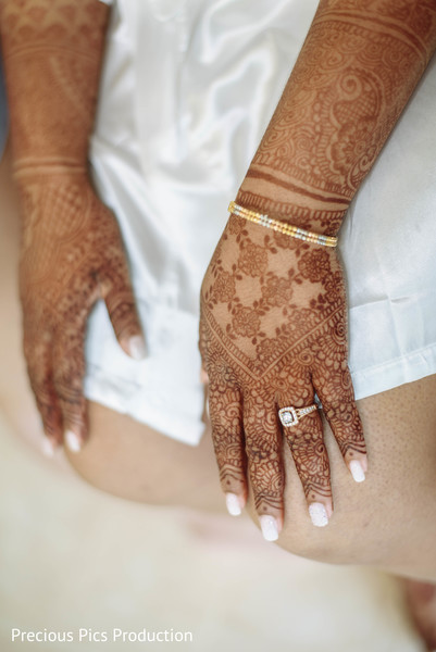 Incredible indian bridal mehndi art.