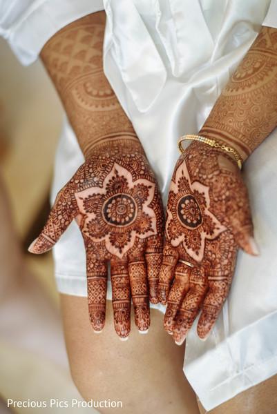 Astonishing Indian bridal henna art.