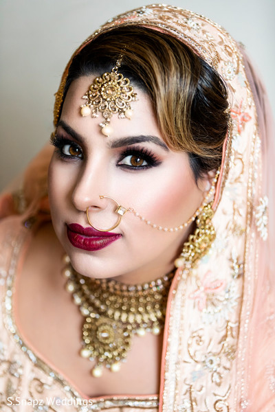 Portrait of the stunning Indian bride