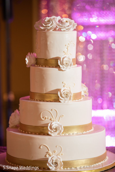 Details of the delicious Indian wedding cake