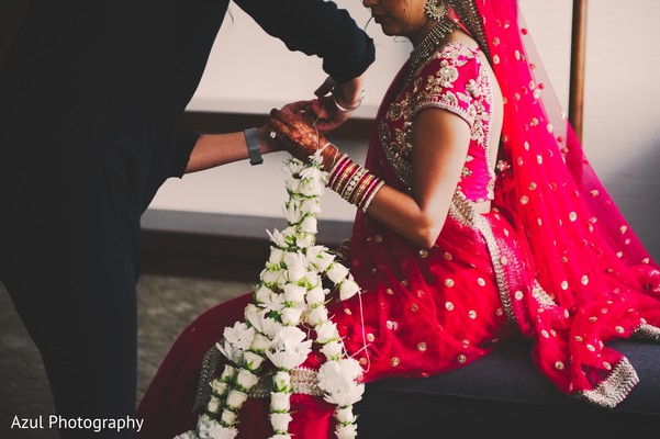 indian bride,indian wedding garlands,indian wedding ceremony fashion
