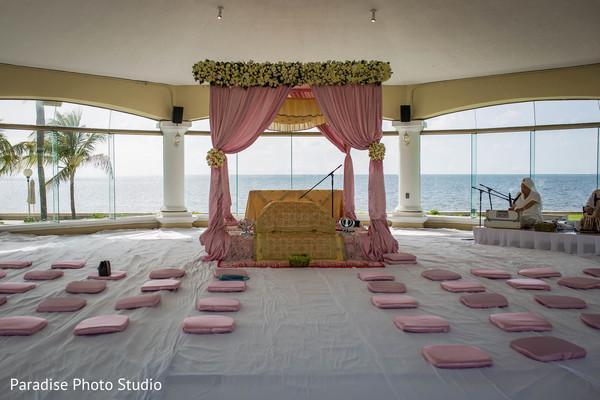 Magnificent capture of Indian wedding ceremony mandap.