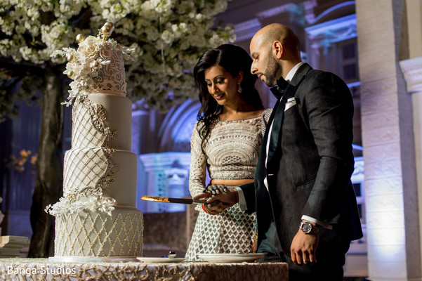 newlyweds,indian wedding,cake,maharani