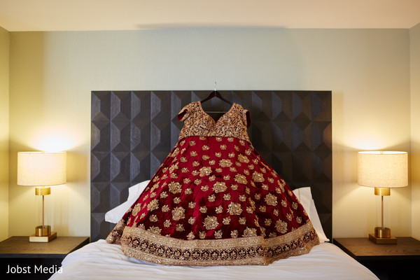 Stunning Indian bridal ceremony outfit.