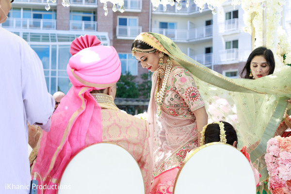 Dazzling Indian bride seating at her ceremony.