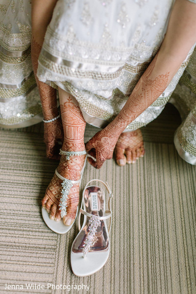Fabulous Indian bridal shoes with stones.