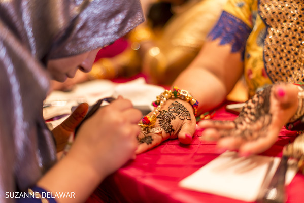 Mehndi artist at work