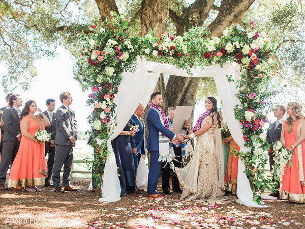 See this amazing Indian wedding outdoor ceremony