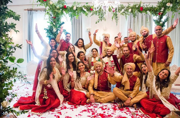 Incredible capture of Indian couple with bridesmaids and groomsmen