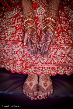 Gorgeous Indian bride hands and  feet mehndi art.
