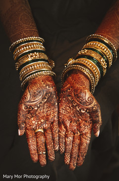 Indian bride showing her amazing mehndi design