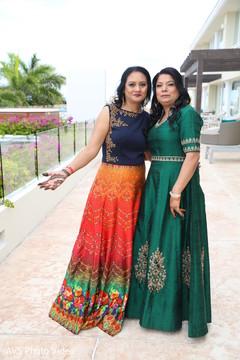 Gorgeous indian wedding relatives capture.