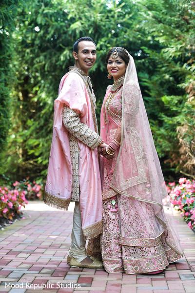 Dazzling portrait of Indian lovebirds