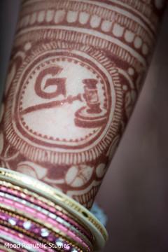 Close up details of maharani's mehndi design
