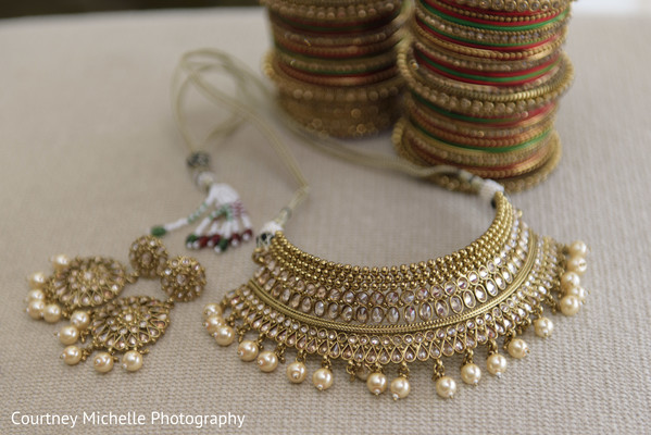 Stunning Indian bridal jewelry capture.