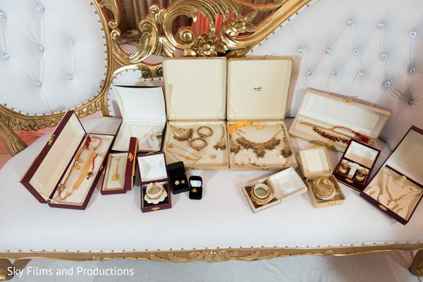Stunning Maharanis jewelry capture.