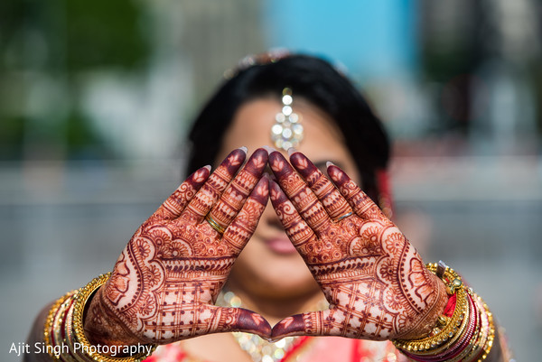 indian bride,indian wedding ceremony fashion,mehndi