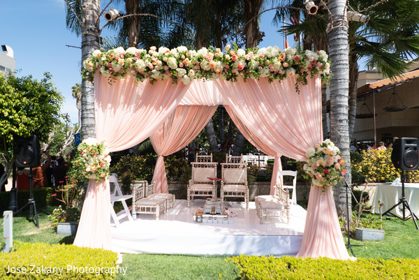 indian wedding,mandap,floral,maharani