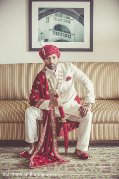 See this gorgeous Indian groom.