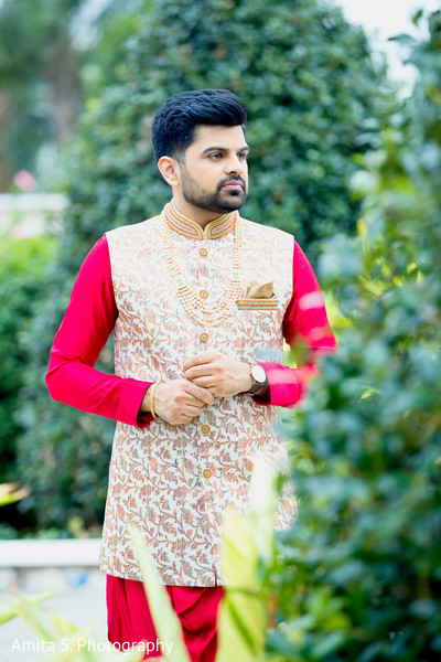 Enchanting Indian groom on his Grah Shanti fashion.
