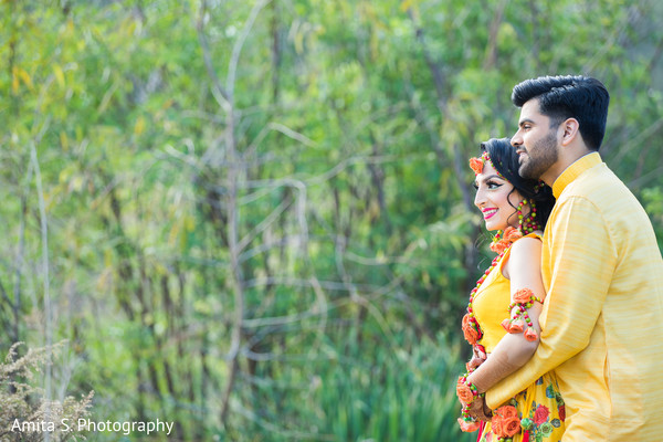 See this glamorous indian bride and groom photo session.
