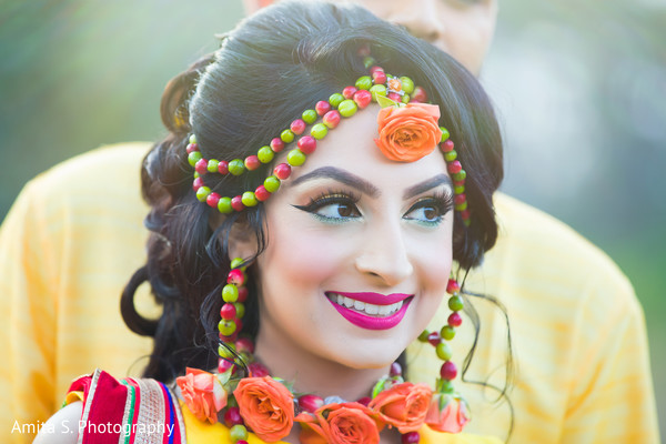 Enchanting indian bride with coffee seeds accessories on.