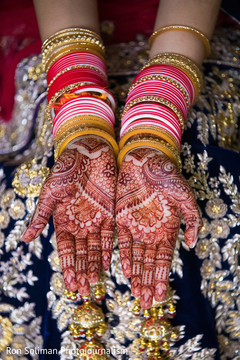 Unique Indian bridal mehndi art.
