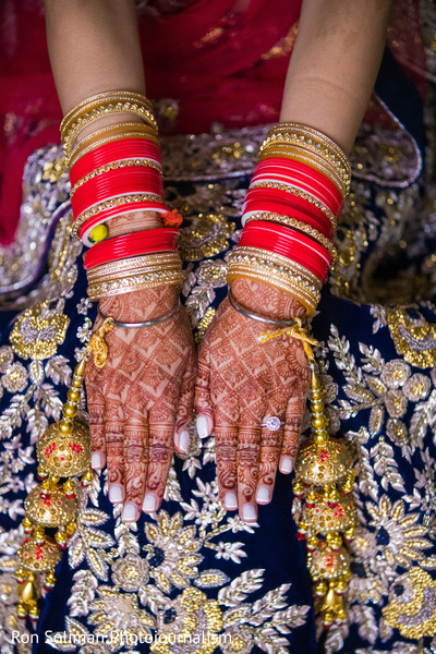 Marvelous indian bridal henna art.