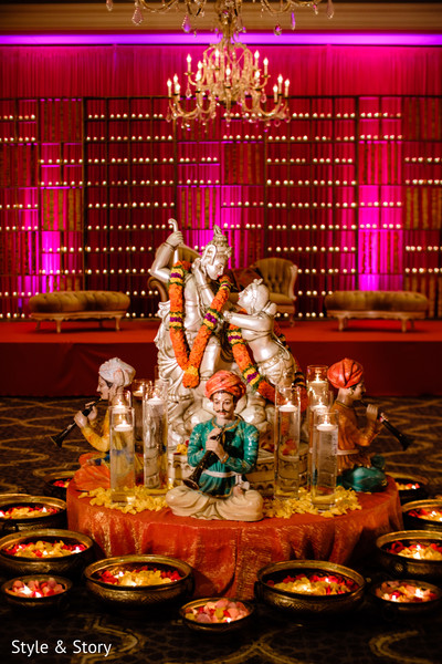 Marvelous sangeet gods decoration capture.