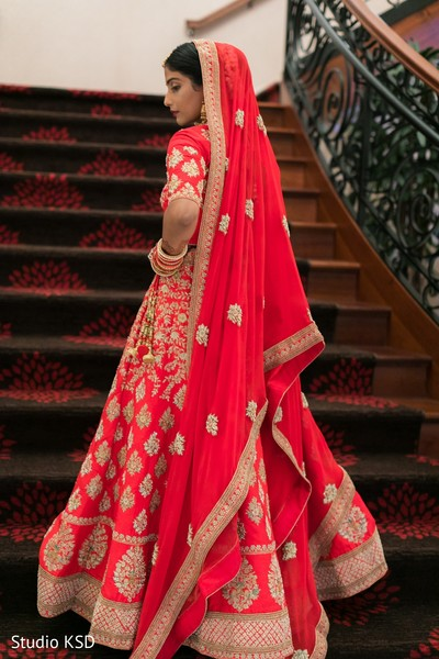 Details of the stunning Indian bride's lengha