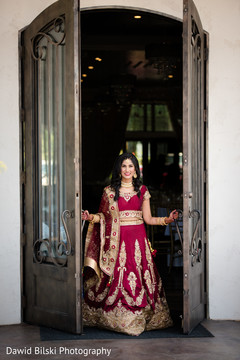 Dazzling Indian bride wearing the lengha
