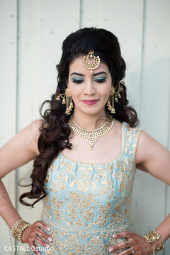 Astonishing Indian bridal sangeet fashion.