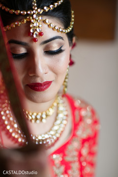 Stunning Indian bride with her tikka on.
