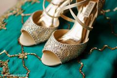Elegant Indian bridal golden shoes.