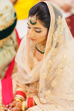 See this lovely Indian bride at her wedding ceremony.