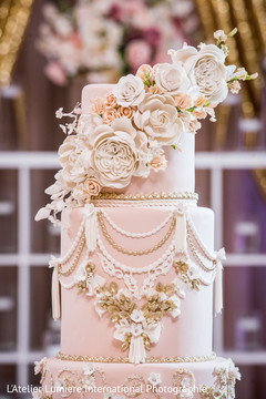 Marvelous Indian wedding cake flowers decor.