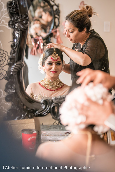 Impressive Indian bride getting her hair done.