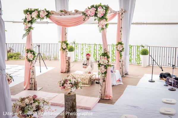 Marvelous Indian wedding flowers decor.