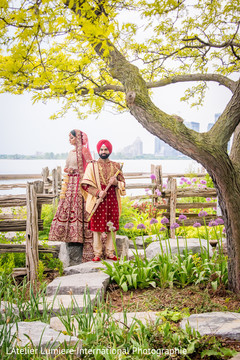 Magnificent Indian lovebirds photo session.