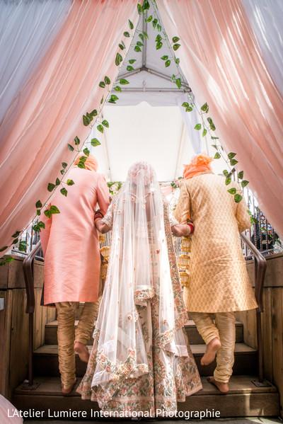 Impressive Indian brides entrance.