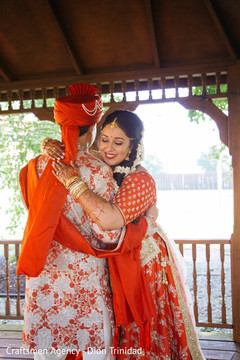 Gorgeous Maharani hugging the Raja before the ceremony