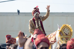 See this ravishing Indian groom during the baraat