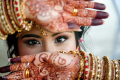 Amazing capture of the Maharani showing her mehndi and jewelry