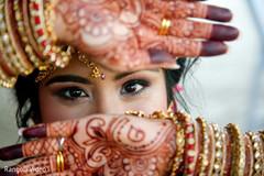 Amazing capture of the Maharani showing her mehndi and jewelry