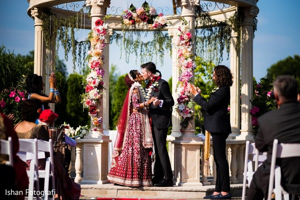 See this gorgeous Indian couple kissing during the ceremony
